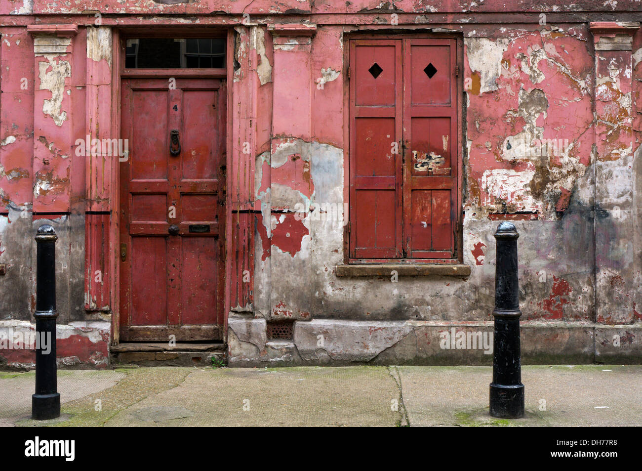 The peeling and dilapidated looking exterior of a house in Princelet Street, Spitalfields. - Stock Image