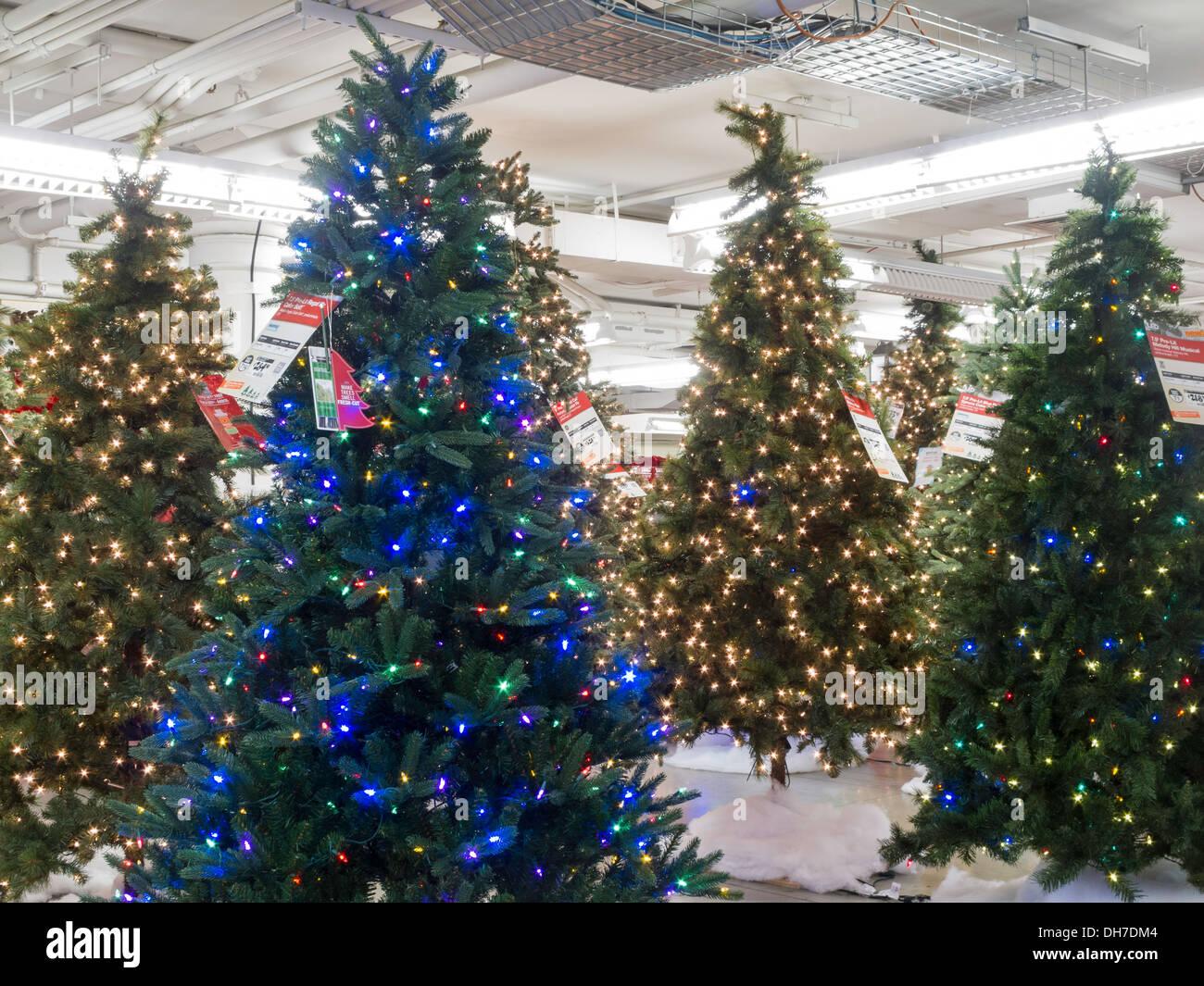 Home Depot Store Christmas Stock Photos & Home Depot Store ...