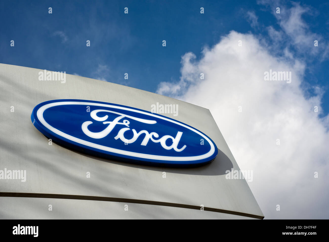 Sign Outside A Ford Car Showroom Stock Photo 62245807 Alamy