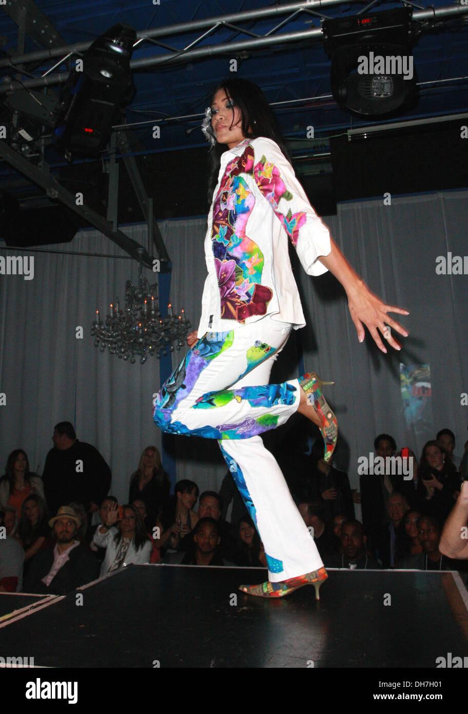 Fashion Show Runway Hollywood Top Designer Awards For La Fashion Stock Photo Alamy