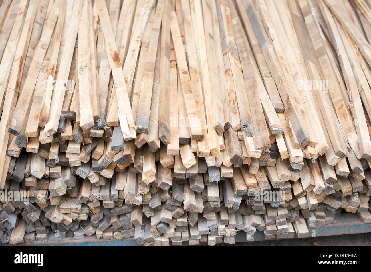 Timber Wood lots of sawn cut long square lengths - Stock Image