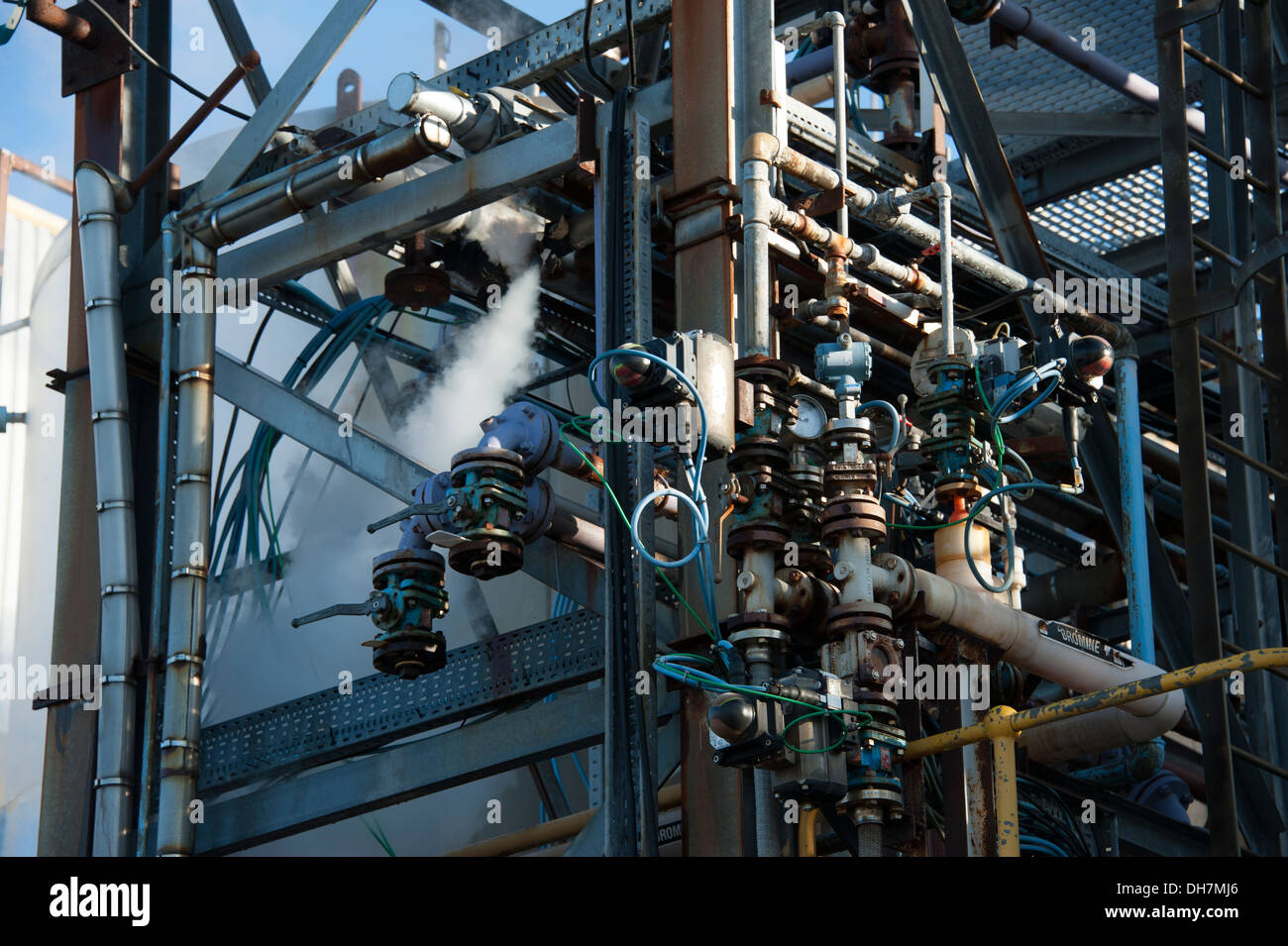 Steam escaping chemical plant pipework pipes - Stock Image