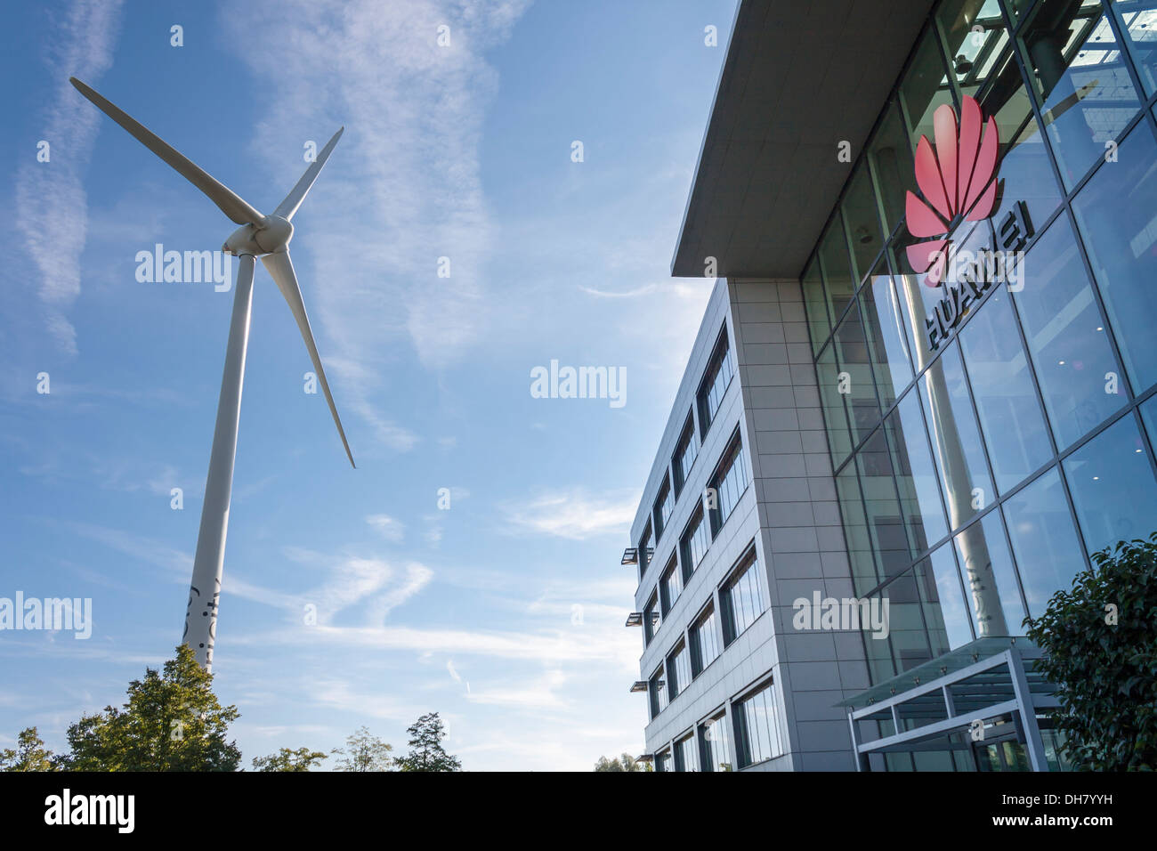 Ecotricity Wind Turbine outside the offices of Chinese mobile phone manufacturer Huawei, Reading, Berkshire, England, GB, UK. - Stock Image