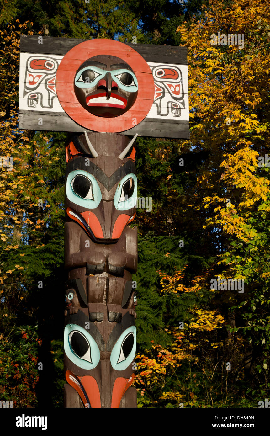 First Nations totem pole in Stanley Park, Vancouver, BC Canada, in the Autumn.  Intricate carvings by aboriginal - Stock Image