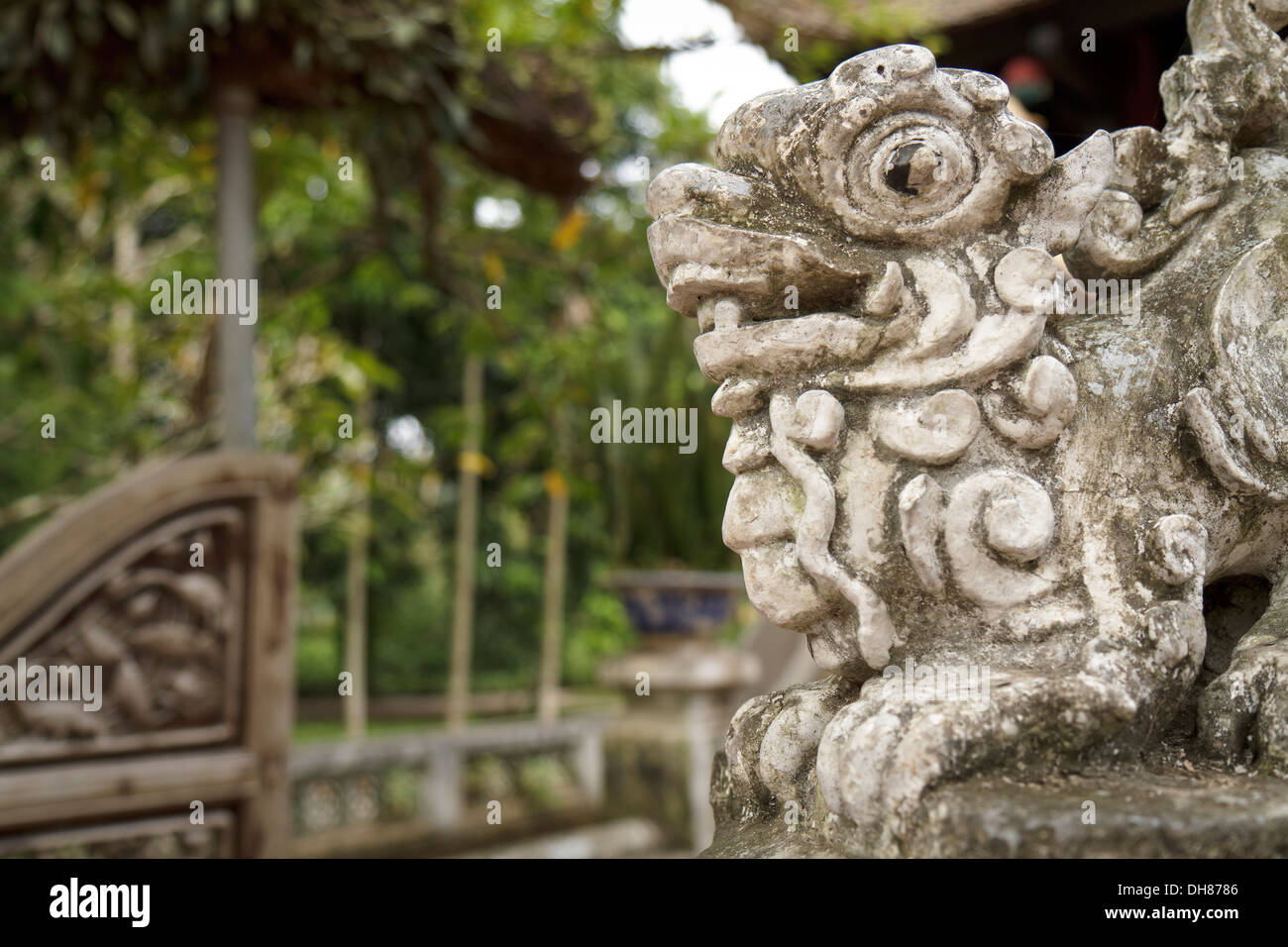 Shot of sculpture of a dragon at the steps to the One Pillar Pagoda in Hanoi. - Stock Image