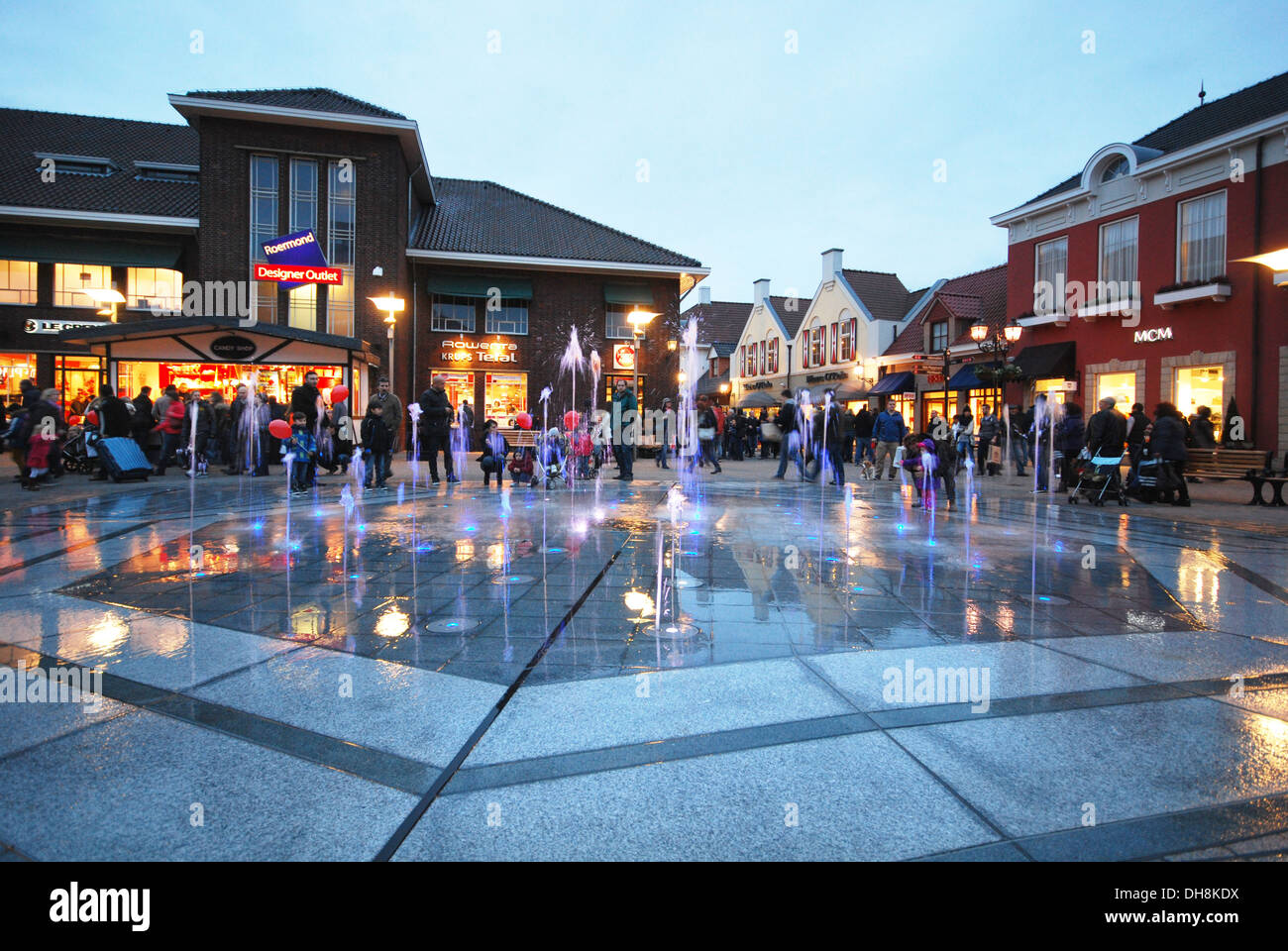 evening shopping at mcarthur glen designer outlet center roermond stock photo 62271158 alamy. Black Bedroom Furniture Sets. Home Design Ideas