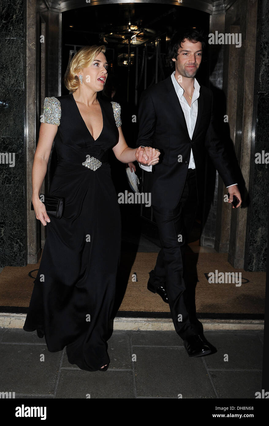 Kate Winslet with with boyfriend Ned Rocknroll leaves Claridge's Hotel wearing a glistening Jenny Packham black gown London - Stock Image