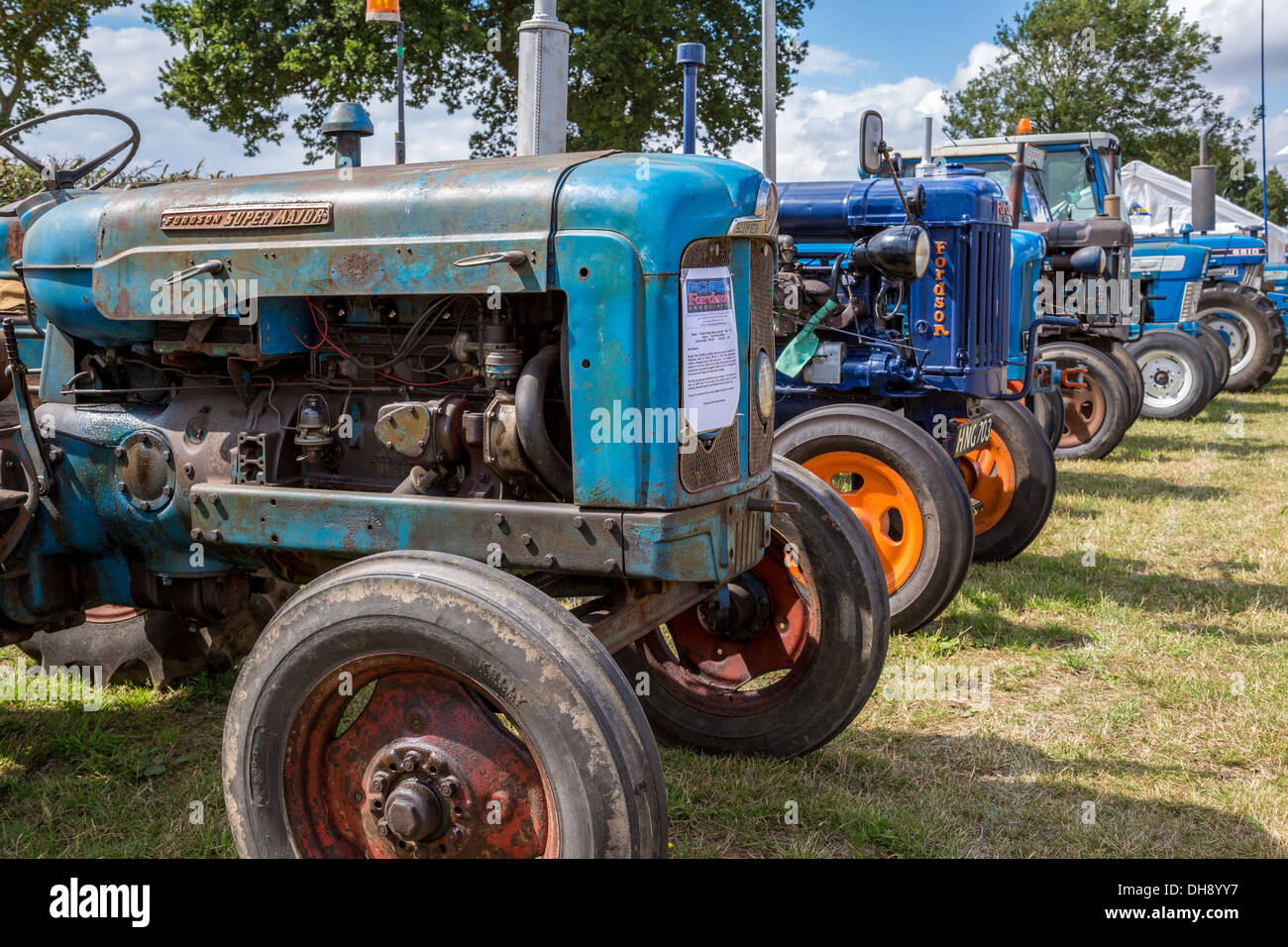 keith catching tractors display and s parked falls hanley ford influence the an show make when magazine tug at highboy minn pioneer eye is collector tractor power moto farm ferguson