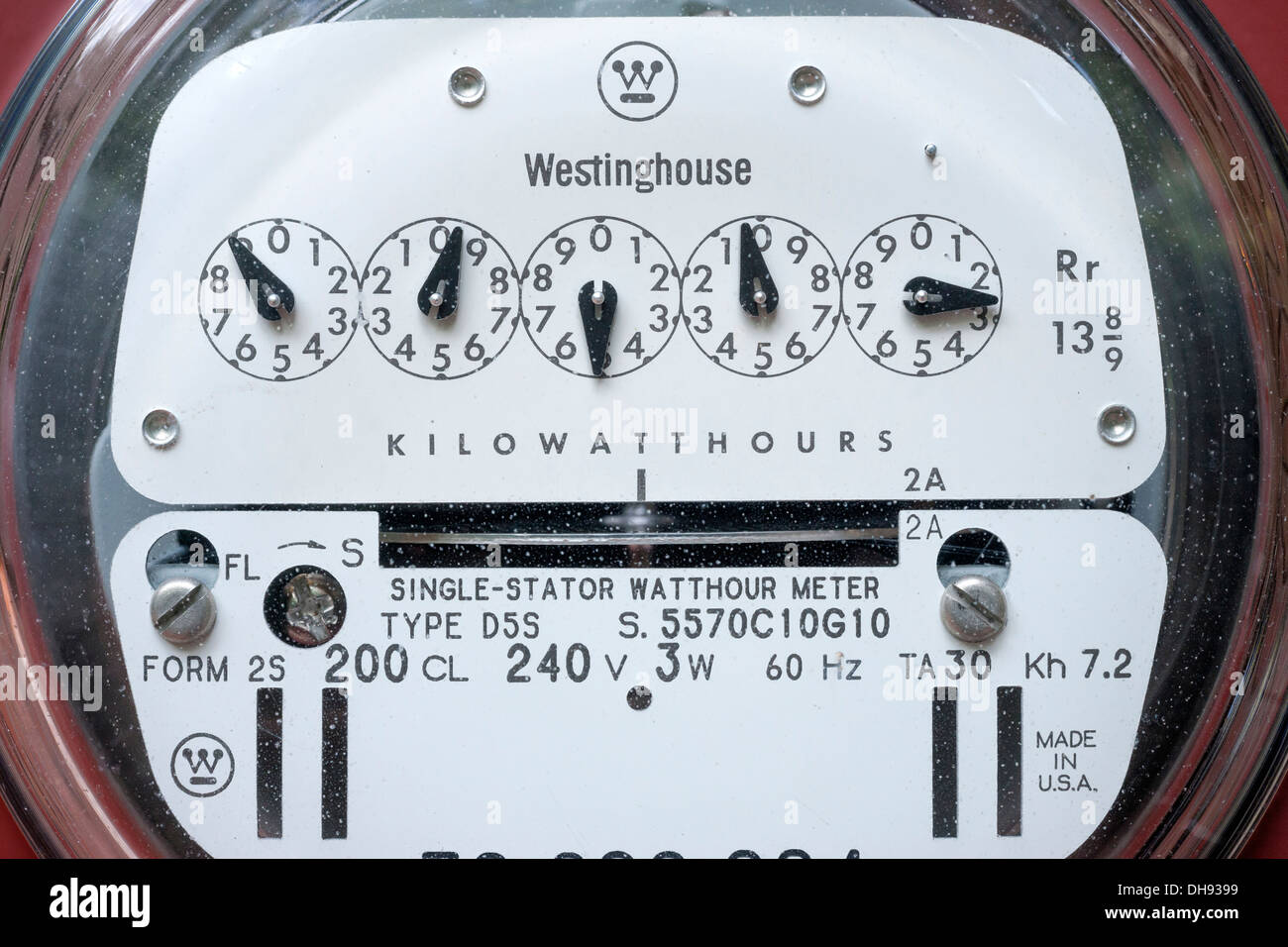 WESTINGHOUSE D5S TRADITIONAL ANALOG STANDARD 240 VOLT RESIDENTIAL UNITED STATES ELECTRIC METER (©WESTINGHOUSE ELECTRIC CO 1950) - Stock Image