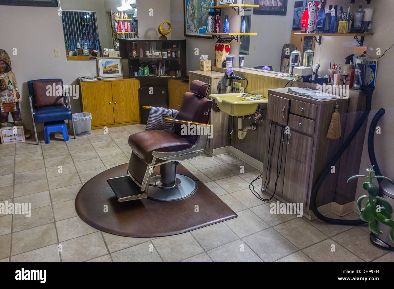 Unoccupied one chair barbershop lit by fluorescent light in Ojai, California. - Stock Image