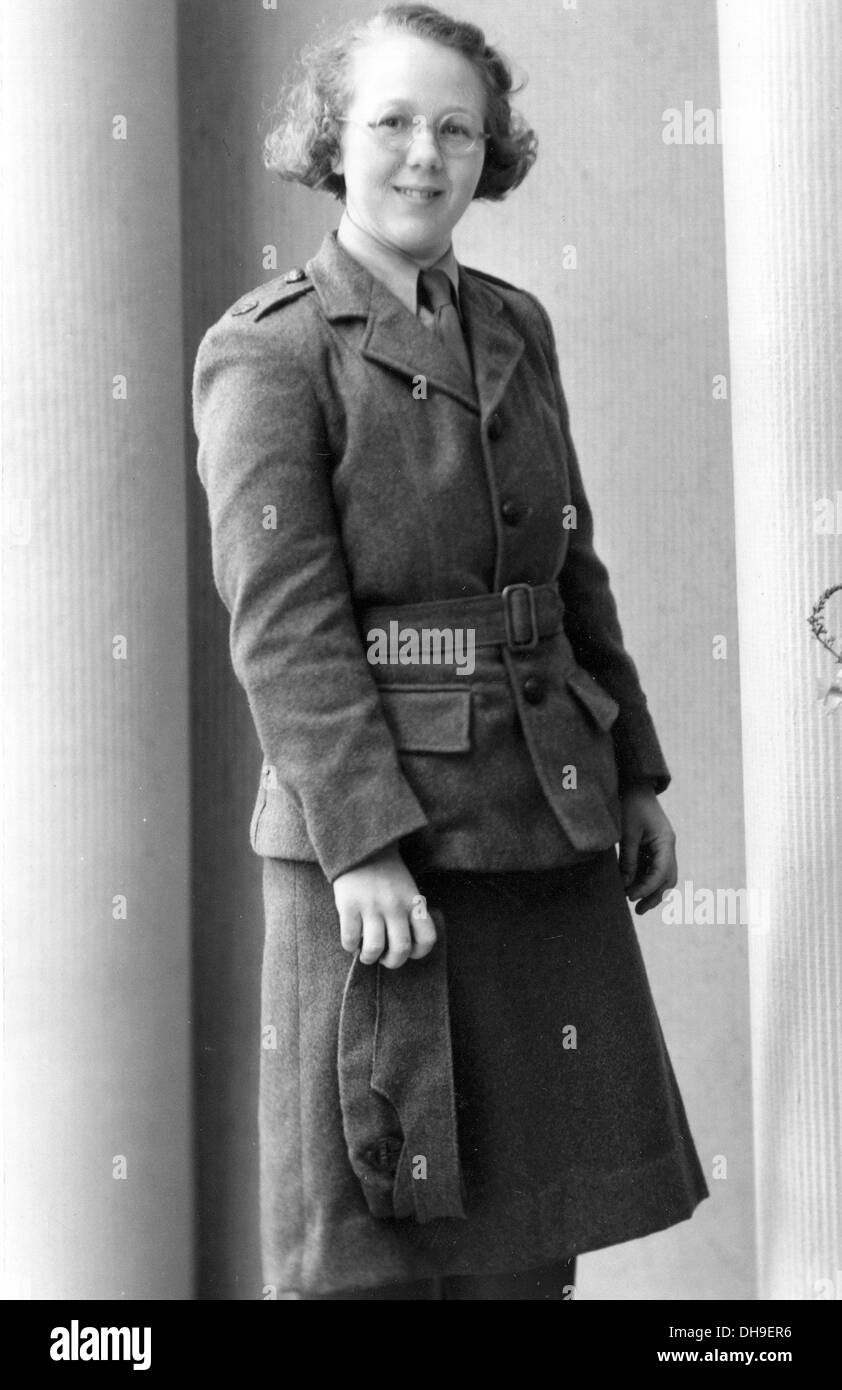 A WW2 NAAFI Navy Army Air force Institute girl in wartime uniform. - Stock Image