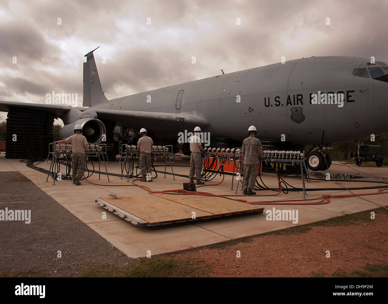 362nd Training Squadron, Crash Damaged Disabled Aircraft Recovery (CDDAR), used A26 ton airbag modules and associated equipment - Stock Image