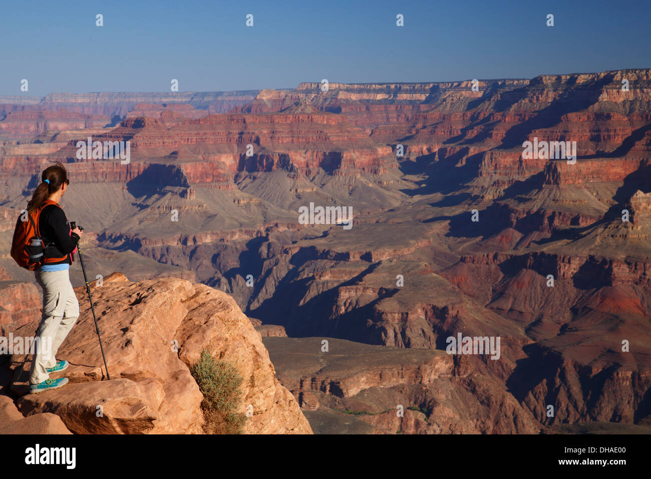 Hiker at Ooh-ahh Point on the South Kaibab Trail, Grand Canyon National Park, Arizona. (Model Released) - Stock Image