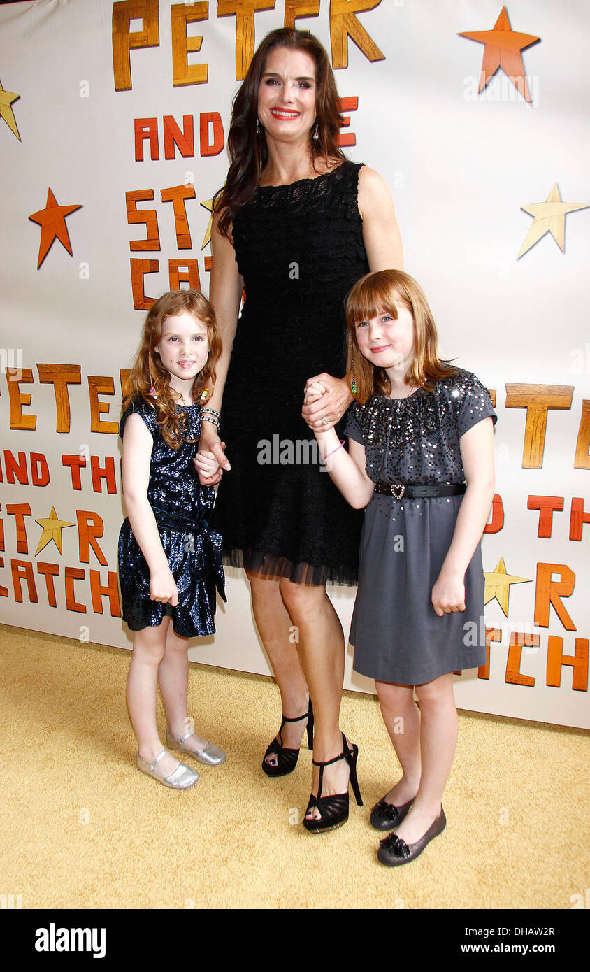 Brooke Shields with her daughters Grier Henchy and Rowan Henchy Broadway opening night of 'Peter and Starcatcher' at Brooks - Stock Image
