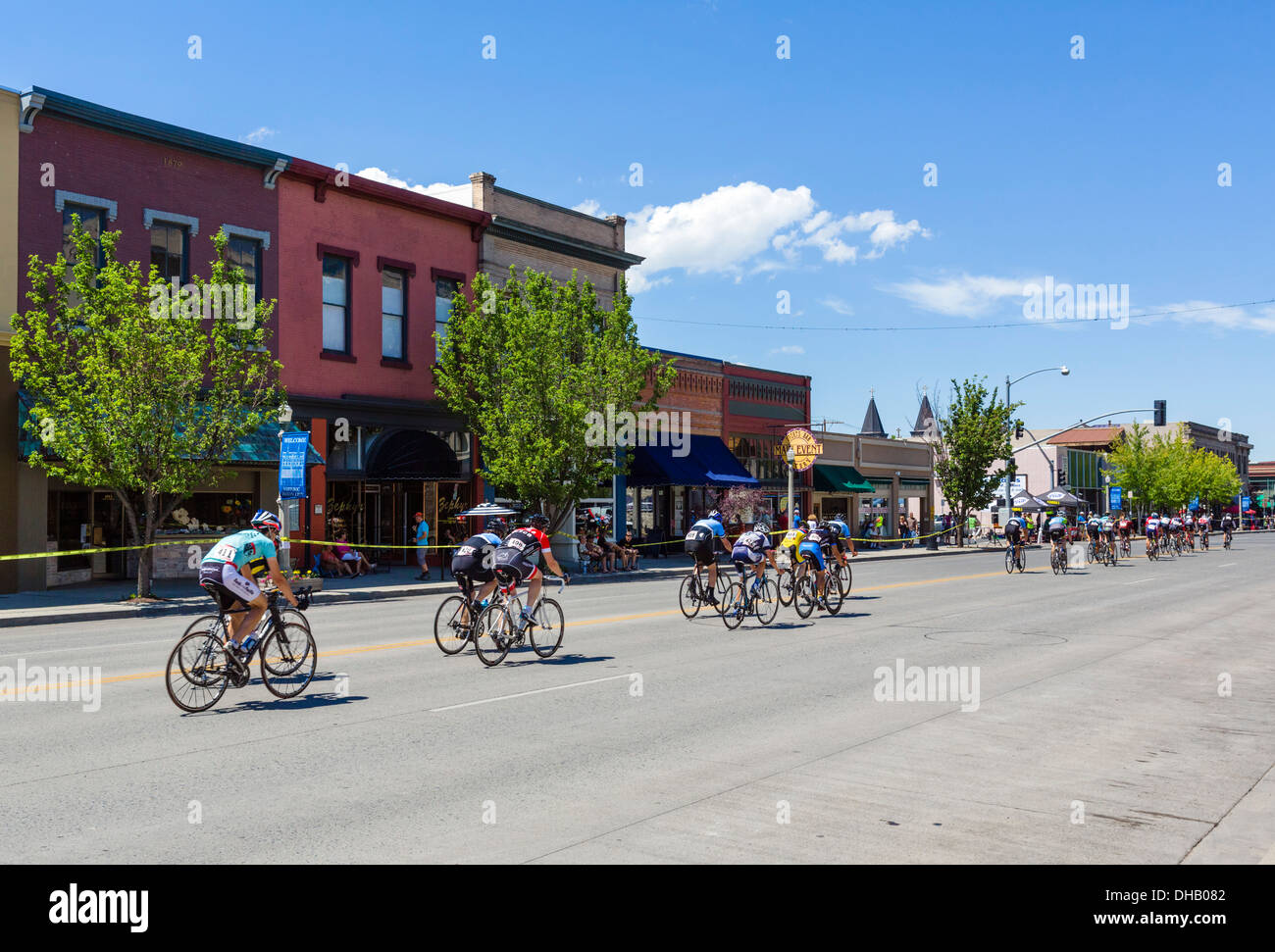 The 2013 Baker City Cycling Classic cycle race going along Main Street in downtown Baker, Oregon, USA - Stock Image