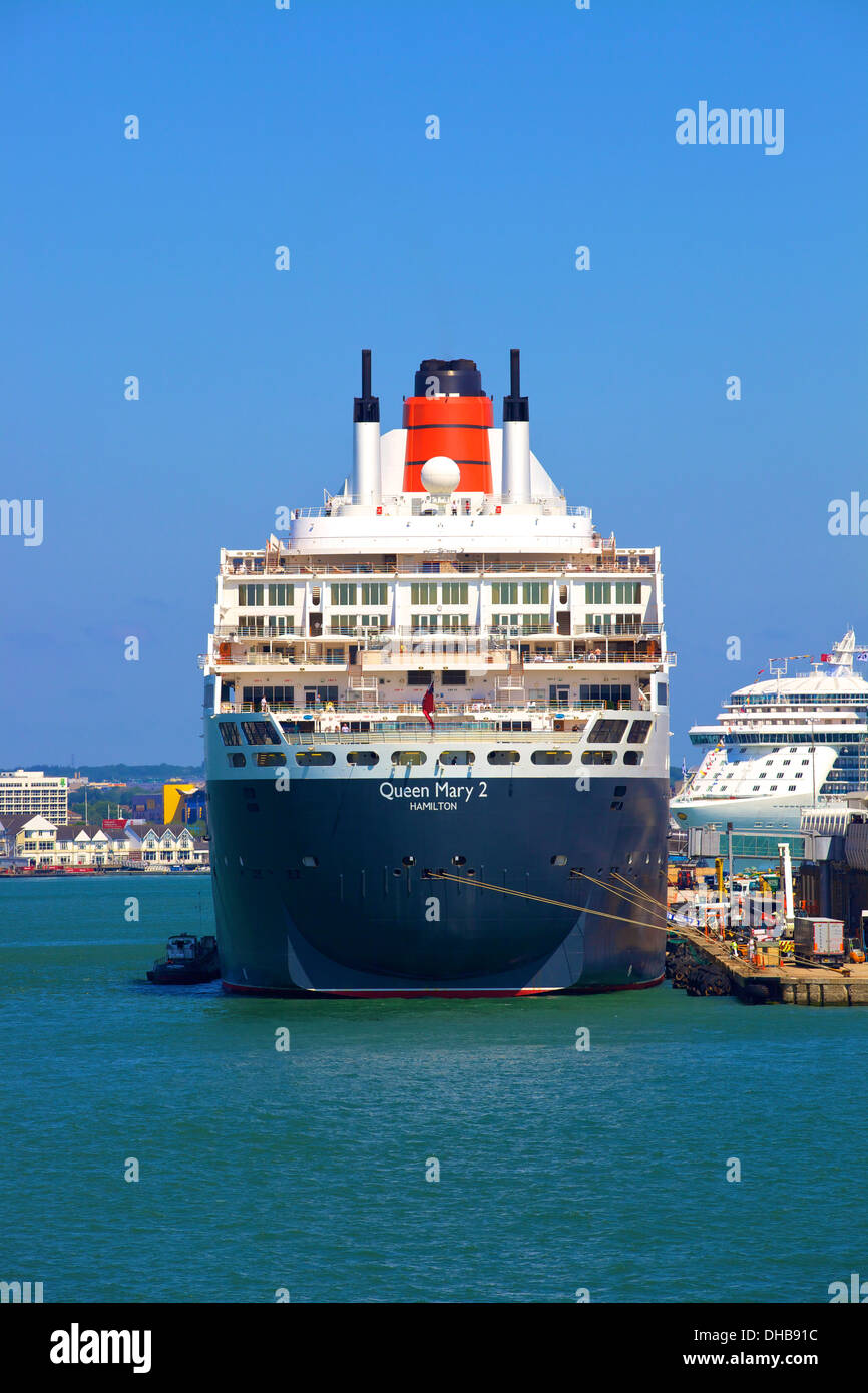 Queen Mary 2 and Royal Princess, Southampton, Hampshire, United Kingdom - Stock Image