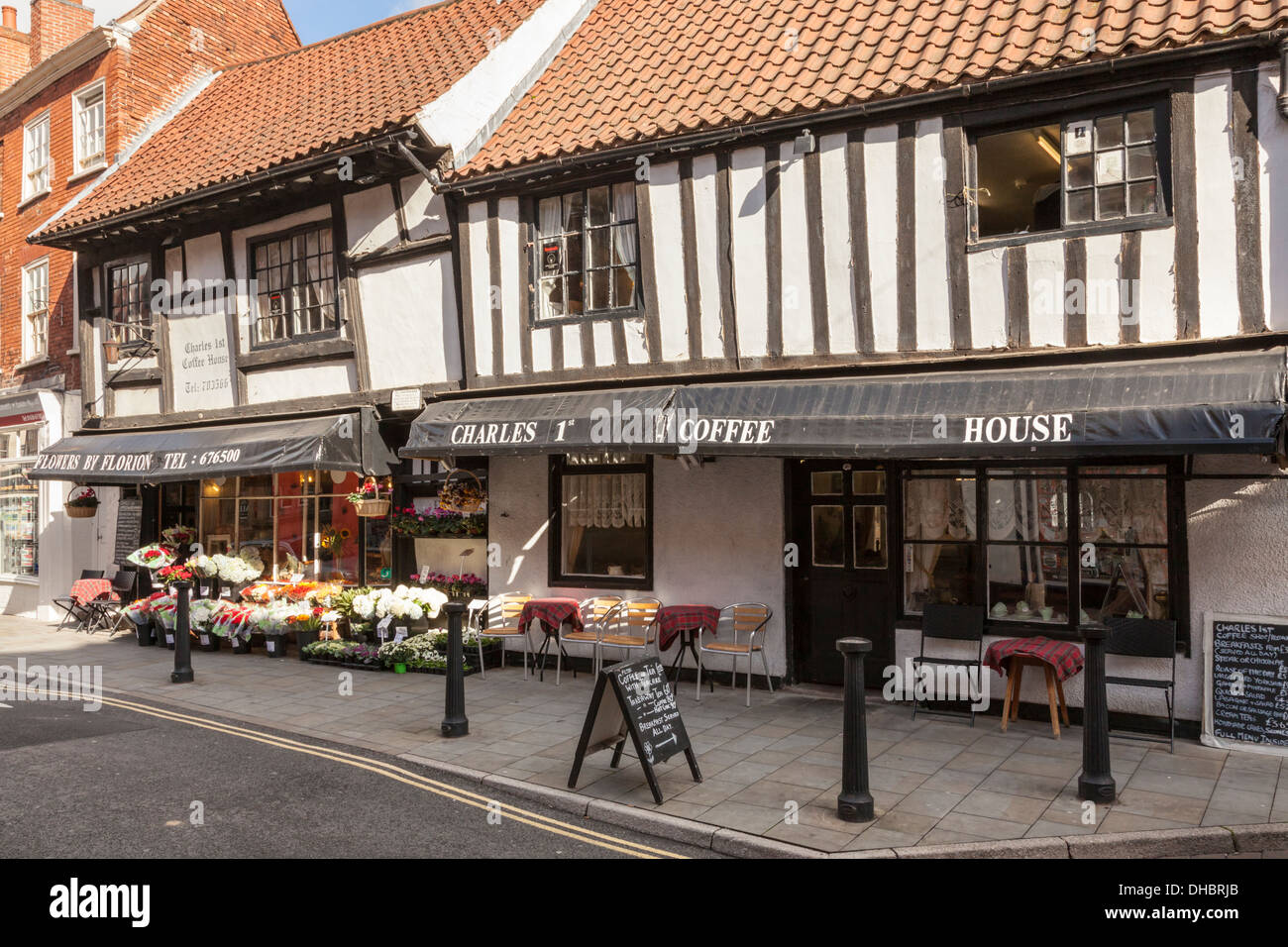 A 15th century half timbered café. The Charles 1st Coffee House in Newark on Trent, Nottinghamshire, England, UK - Stock Image