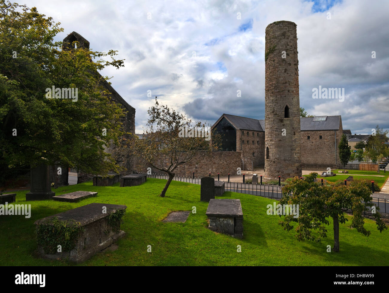 The Round Tower, part of St Cronin's 7th Century Monastery and the renovated Black Mills (now a museum), Roscrea, Co Roscommon, Ireland - Stock Image