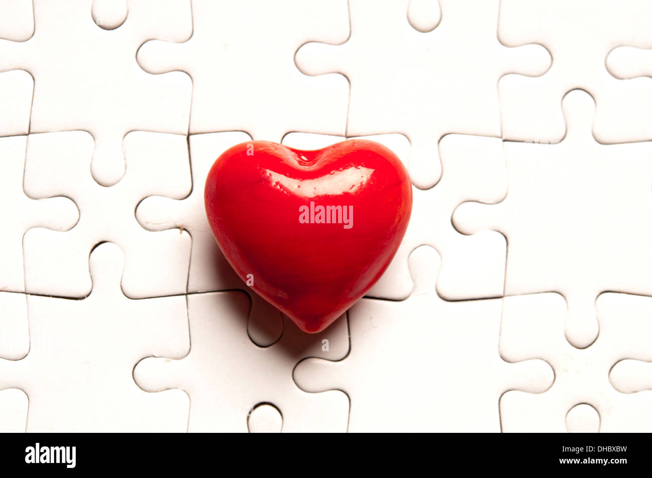 heart shape on jigsaw puzzle, love concept - Stock Image