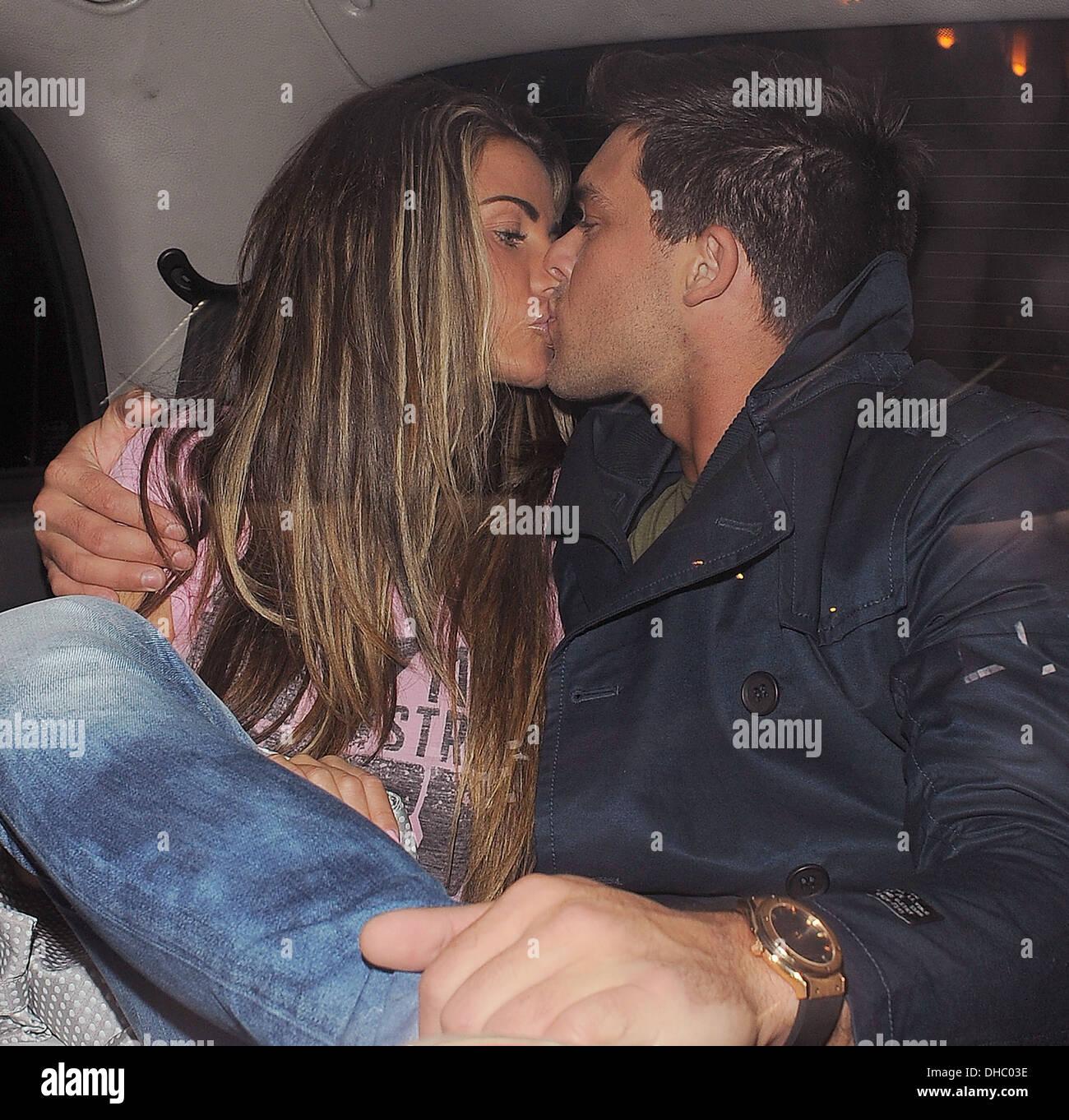 Katie Price Aka Jordan And Her Boyfriend Leandro Penna Hug And Kiss Stock Photo Alamy