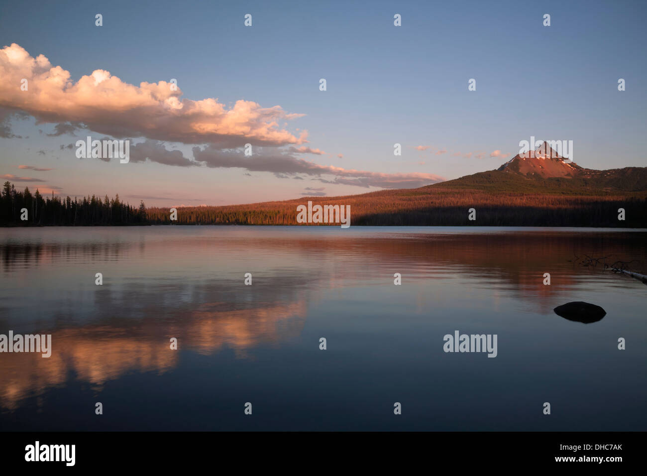 OREGON - Sunset at Big Lake near the base of Mont Washington in the Deschutes National Forest. - Stock Image