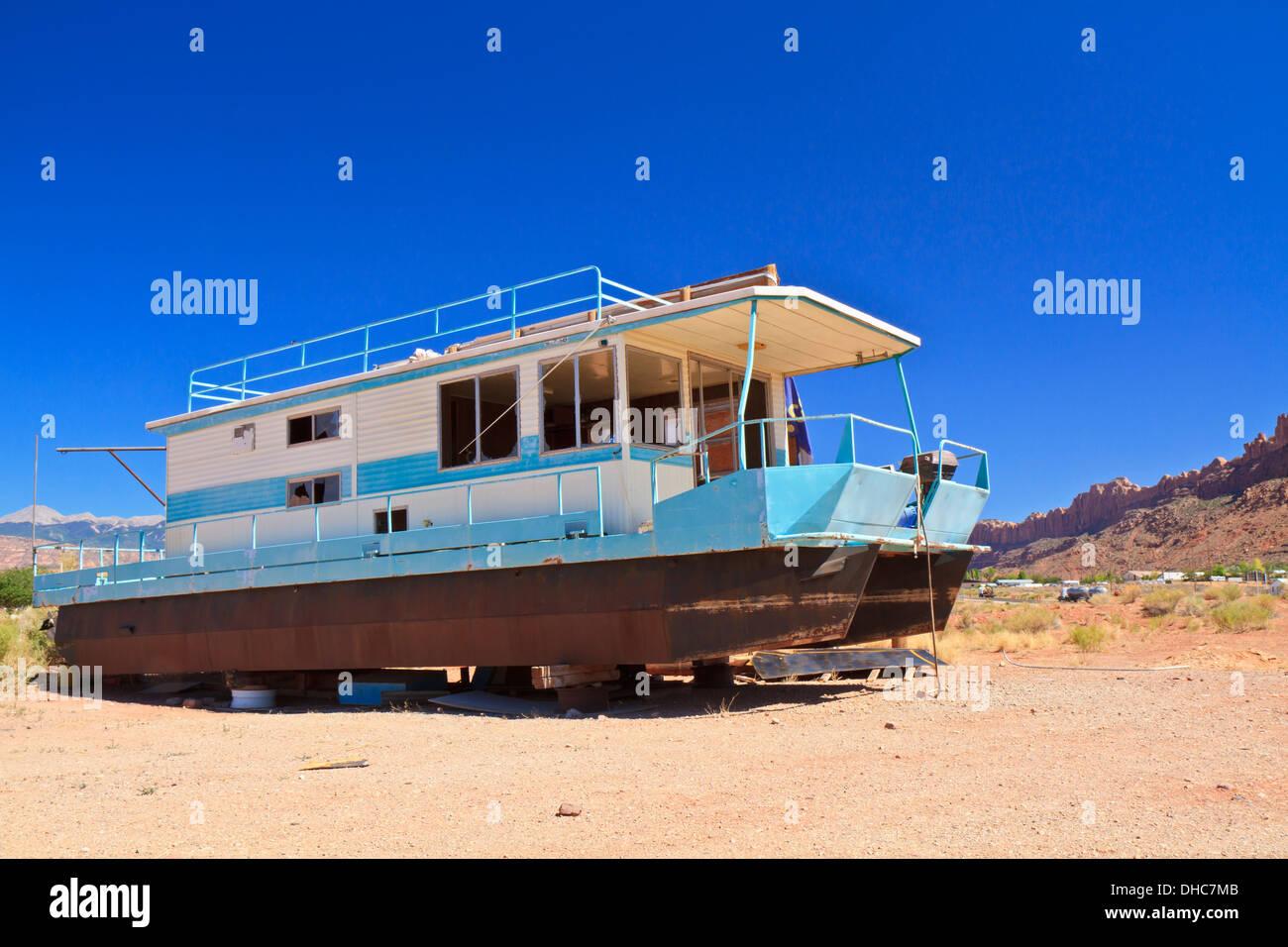Rusty houseboat stranded in the desert near Moab, Utah - Stock Image