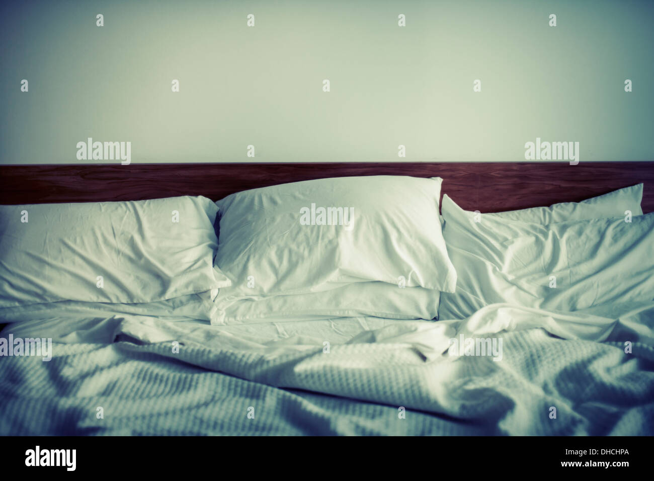 Kingsize bed with 6 pillows - Stock Image