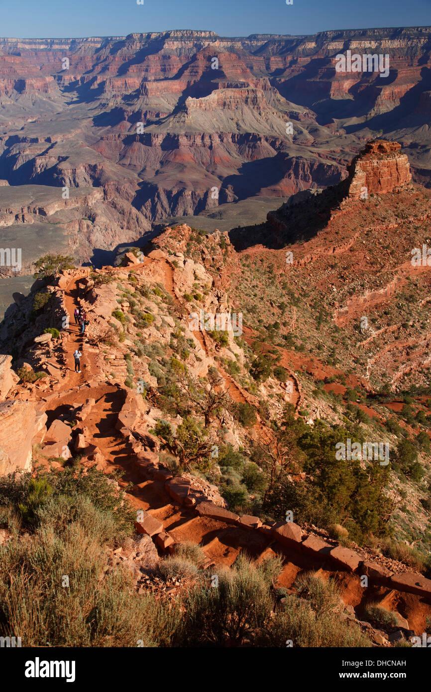 Hikers on the South Kaibab Trail, Grand Canyon National Park, Arizona. - Stock Image