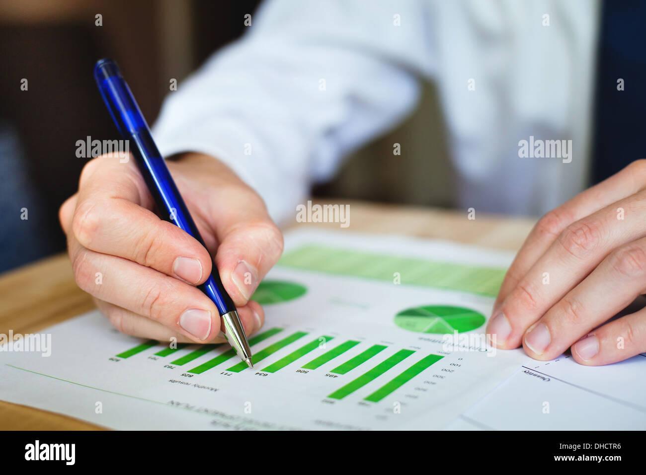 business analyze sustainable development opportunities - Stock Image