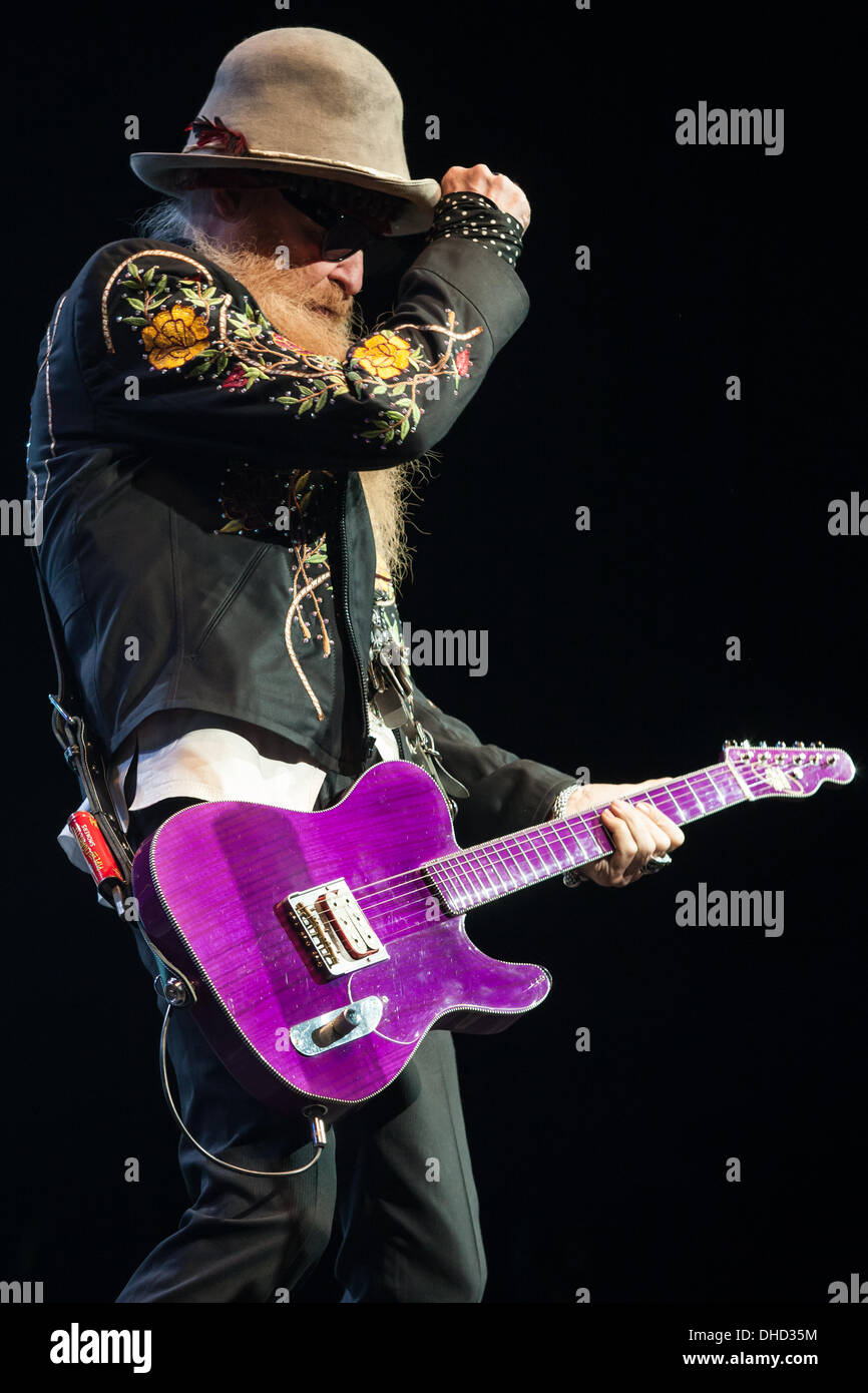 London, Ontario, Canada. 6th November 2013. Billy Gibbons of the Houston Texas rock/blues band ZZ Top performs . The band known for their legendary beards has been making music and performing since 1969. The band was inducted into the Rock and Roll Hall of Fame in 2004. © Mark Spowart/Alamy Live News - Stock Image