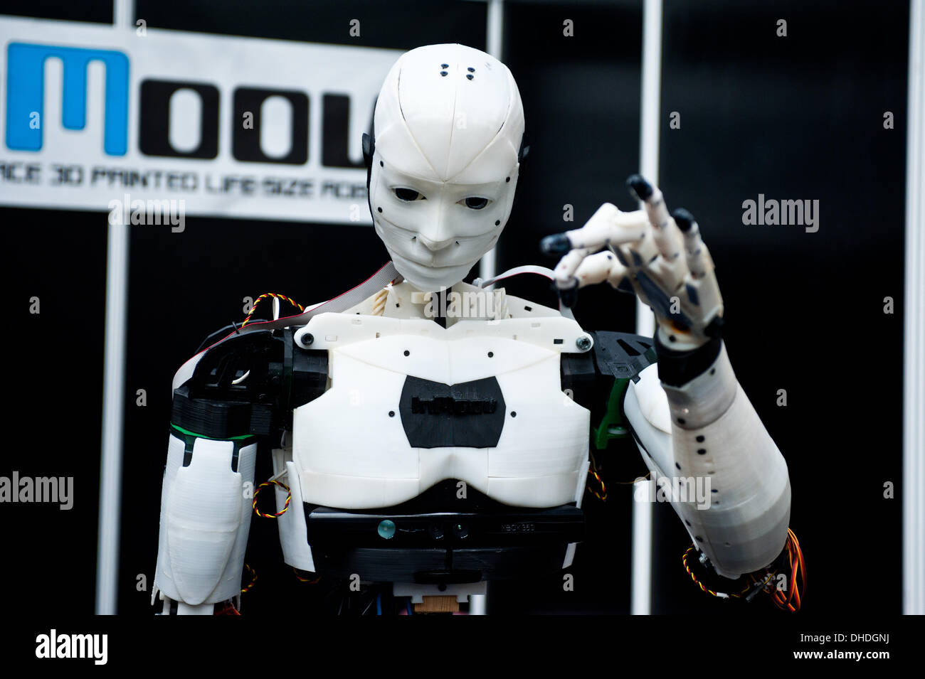 London, UK. 7th November 2013.  The InMoov Robot, an open-source humanoid robot comprised almost entirely of 3D printable parts designed by French sculptor and model-maker Gael Langevin, is on show at the 3D Printshow at the Business Design Centre in London. Credit:  Piero Cruciatti/Alamy Live News - Stock Image