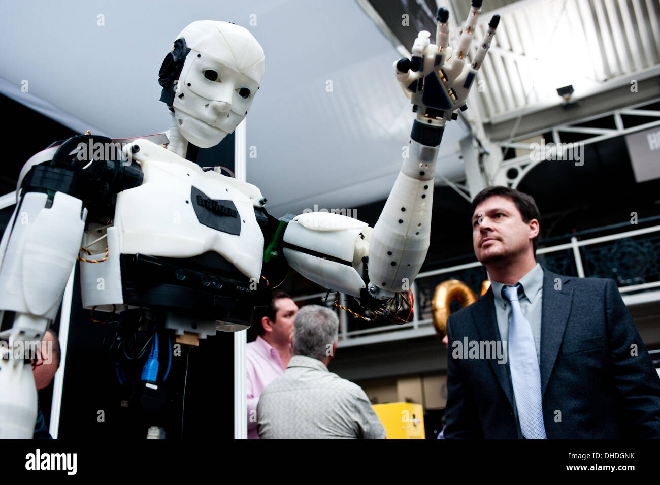 London, UK. 7th November 2013.  a visitor looks up at the InMoov Robot, an open-source humanoid robot comprised almost entirely of 3D printable parts designed by French sculptor and model-maker Gael Langevin, on show at the 3D Printshow at the Business Design Centre in London. Credit:  Piero Cruciatti/Alamy Live News - Stock Image