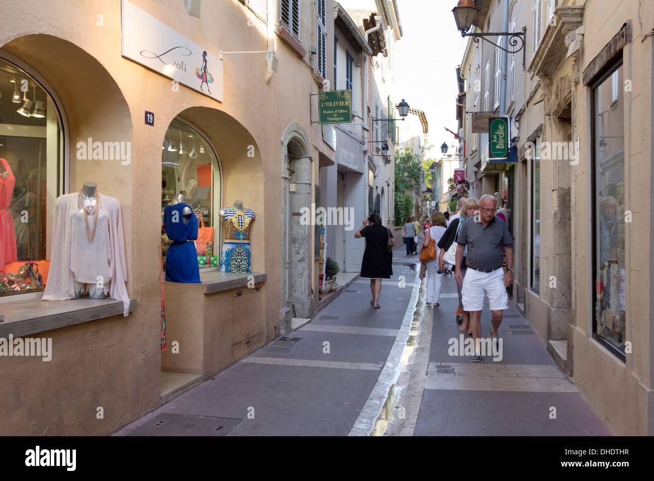Boutiques in old town, Saint-Tropez, Var, Provence-Alpes-Cote d'Azur, Provence, France, Europe - Stock Image