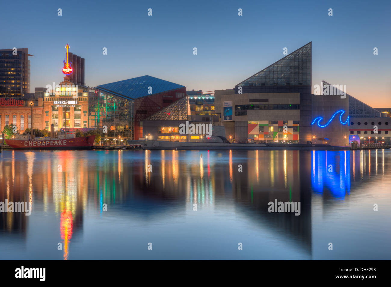 The National Aquarium reflects off the waters of the Inner Harbor during the last hour before sunrise in Baltimore, Maryland. - Stock Image