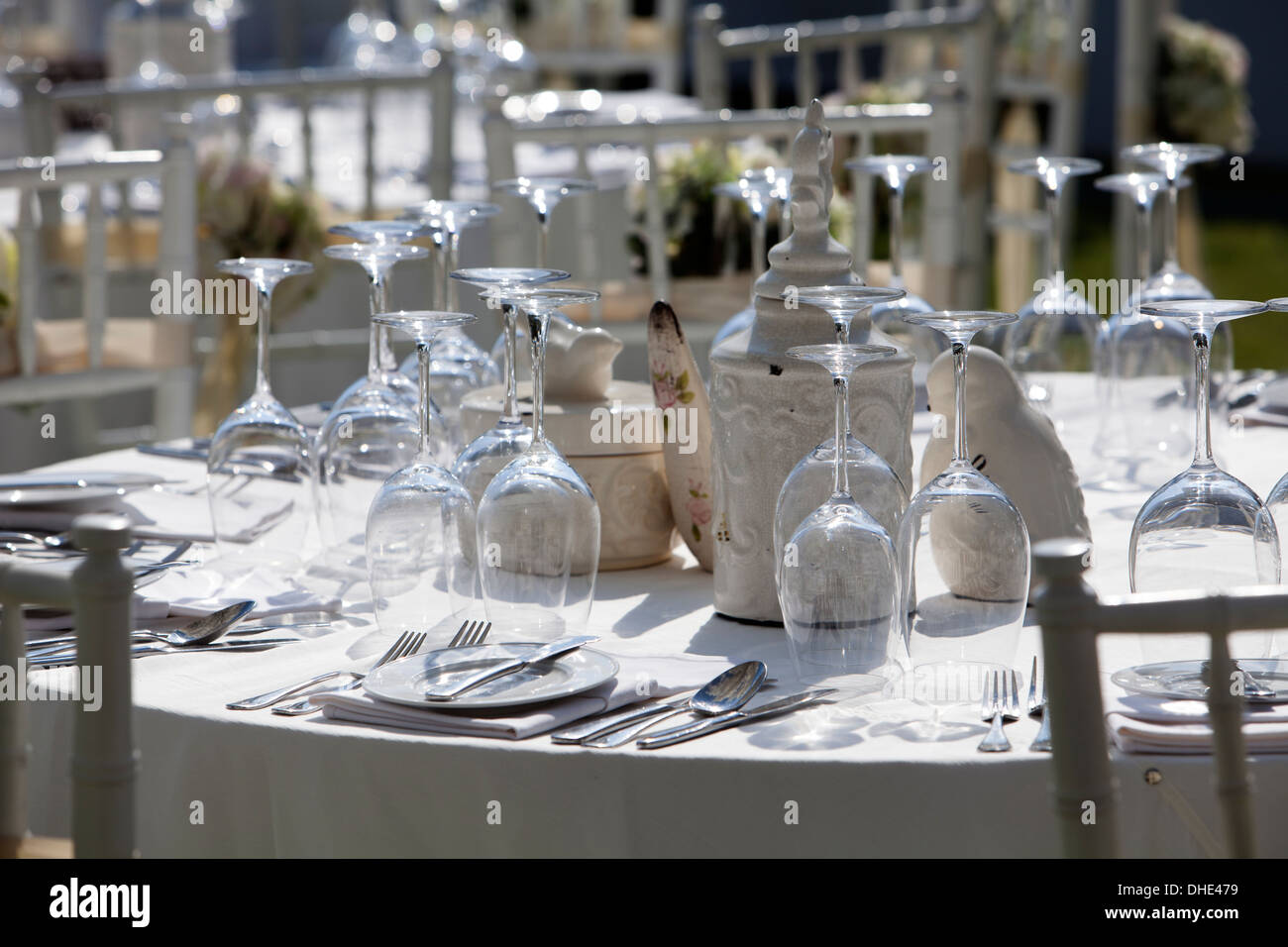 Wedding table decoration reception trees plates eat eating guests party attract attraction detail snow snowy drink enjoy fun - Stock Image