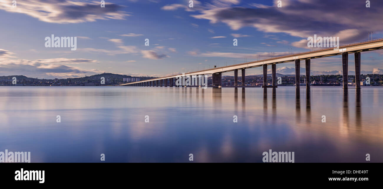 Long exposure photo of Dundee from Newport with the Tay road bridge leading in on the right - Stock Image