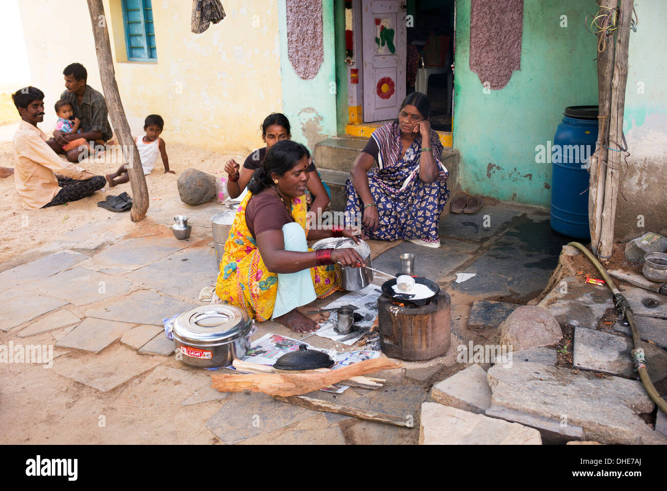 https://c8.alamy.com/comp/DHE7AJ/indian-woman-cooking-dosa-for-people-outside-a-rural-village-house-DHE7AJ.jpg Indian Woman Cooking