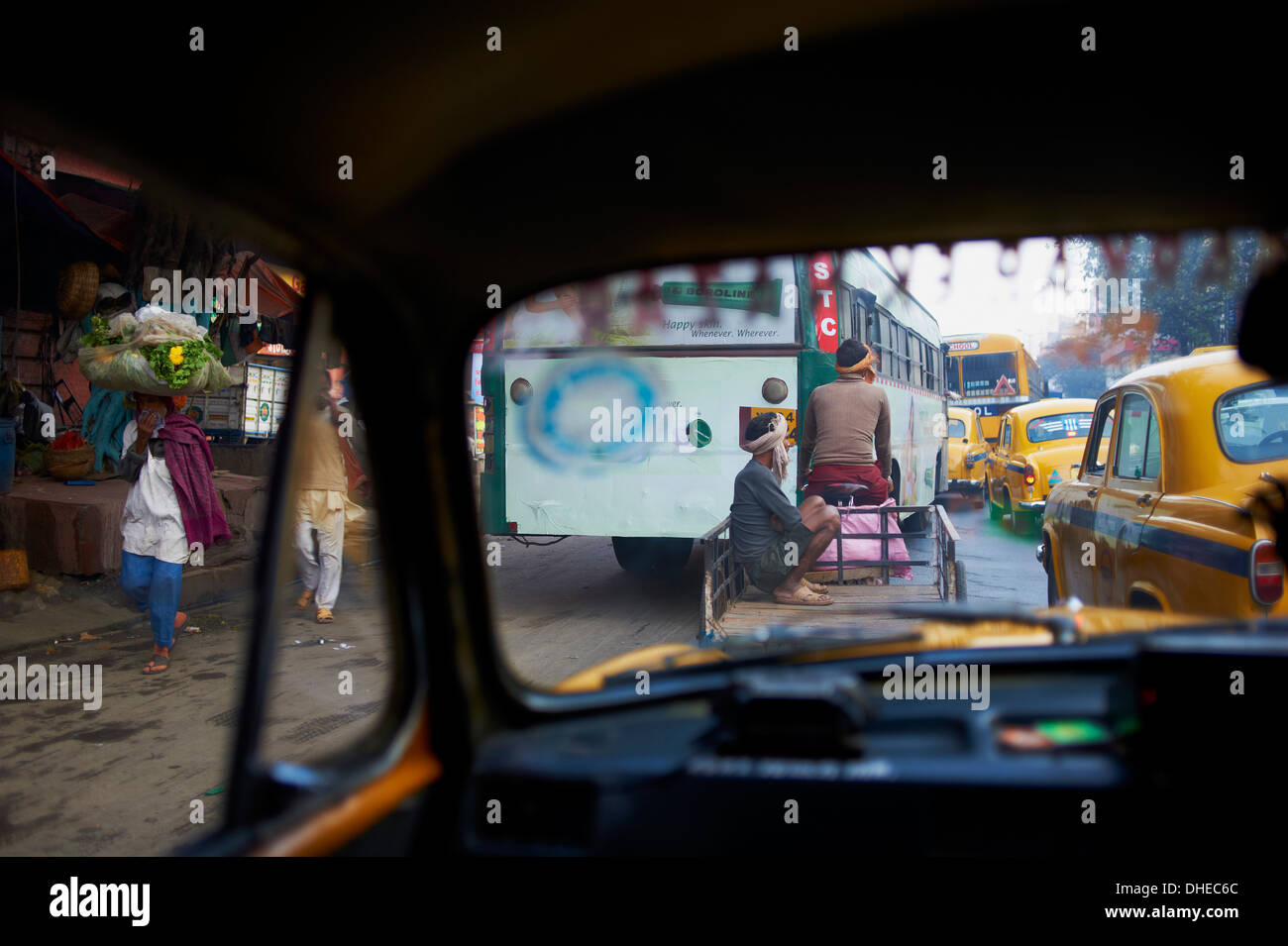 Yellow Ambassador taxis, Kolkata (Calcutta), West Bengal, India, Asia - Stock Image
