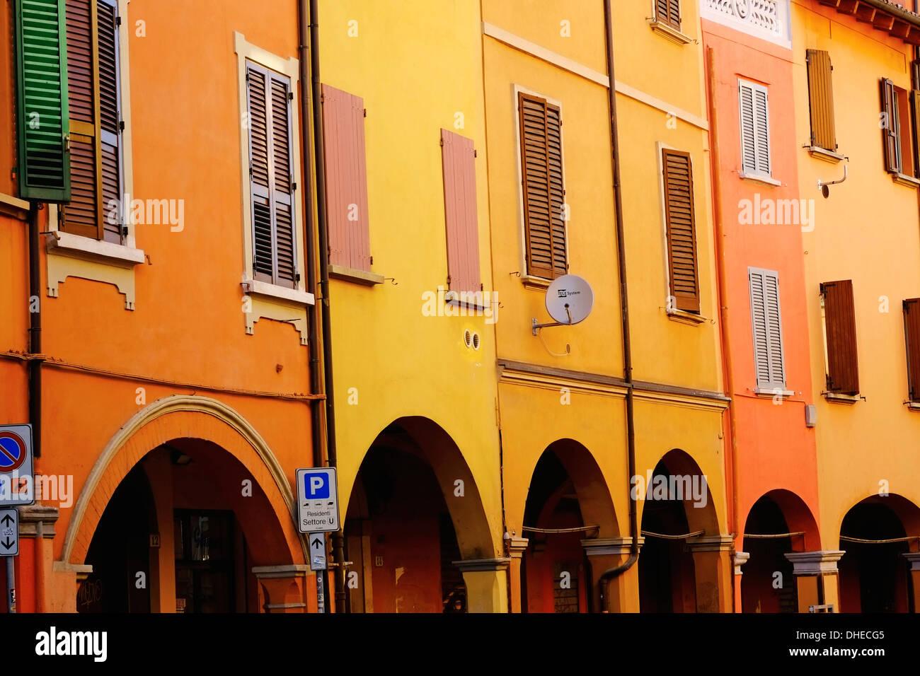 Arcade on the Via Mascarella in the old city, Bologna, Emilia-Romagna, Italy, Europe - Stock Image