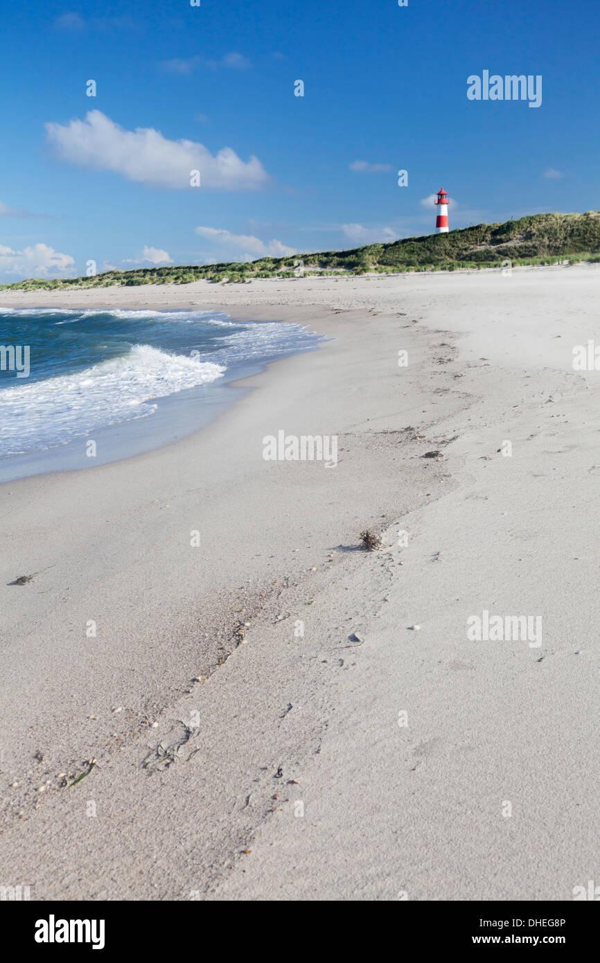 Beach and lighthouse List Ost, Ellenbogen, Sylt, North Frisian Islands, Nordfriesland, Schleswig Holstein, Germany, Europe - Stock Image