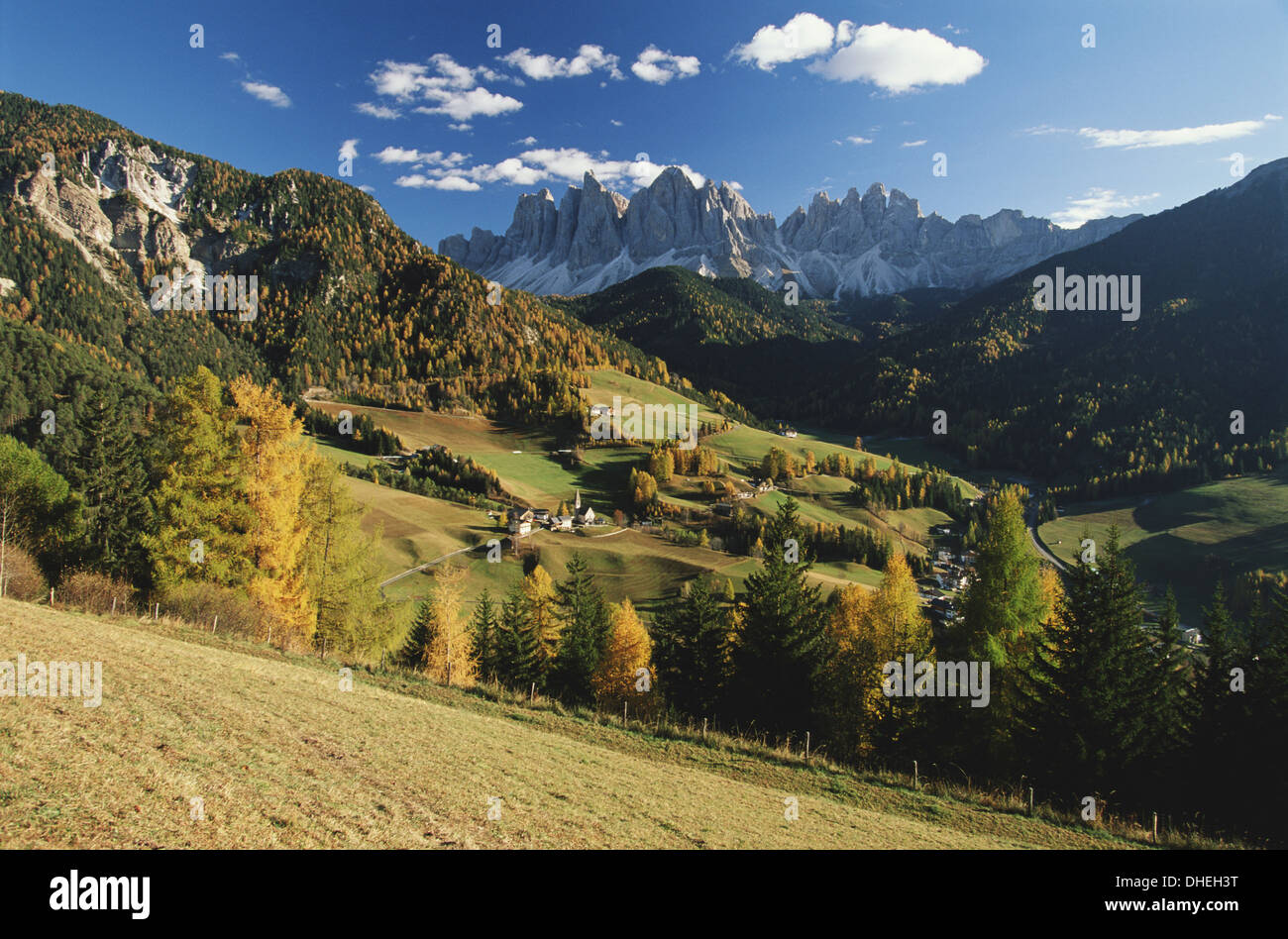 Italy, Cortina, Dolomites, view from over rolling landscape - Stock Image