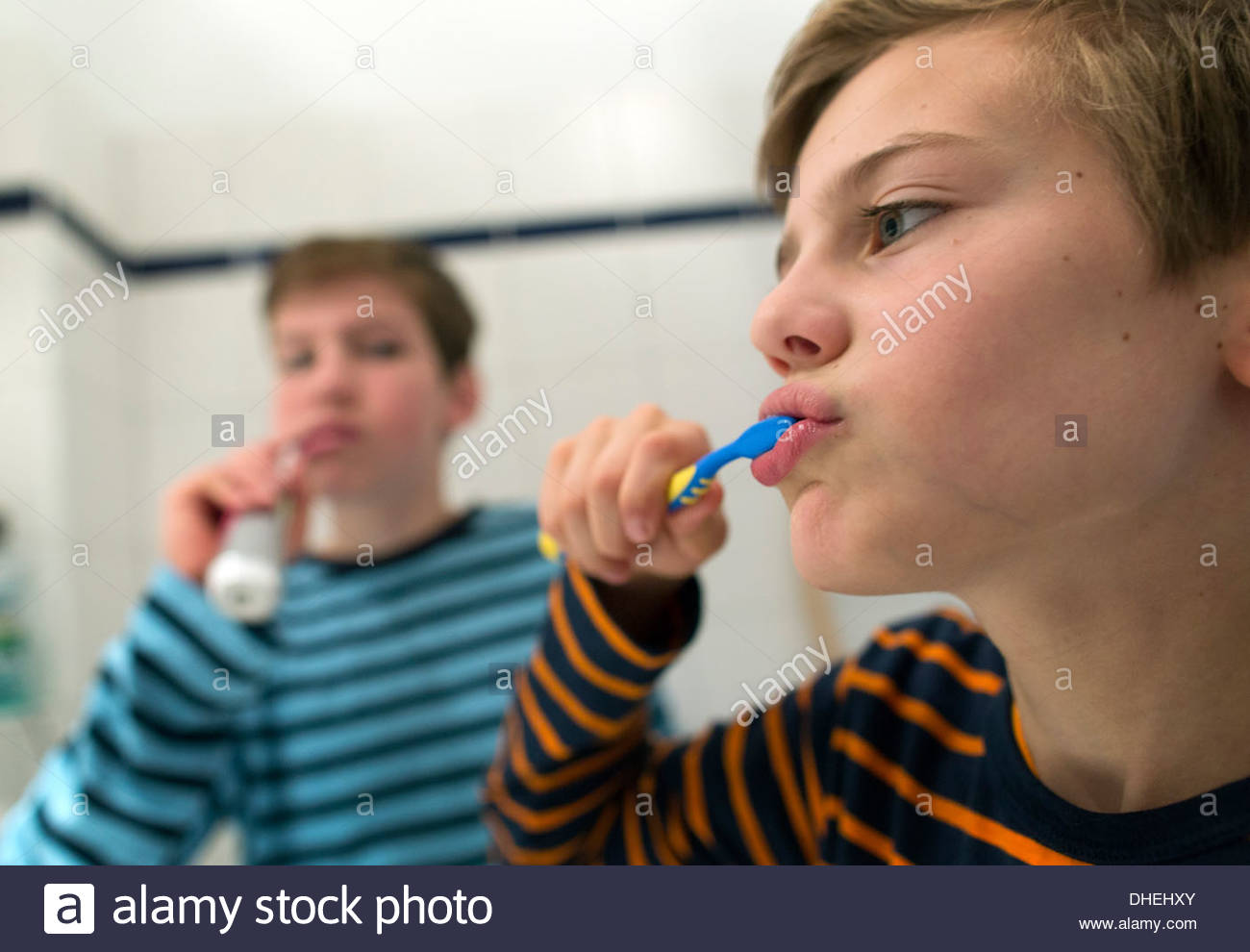 Boys cleaning teeth's - Stock Image