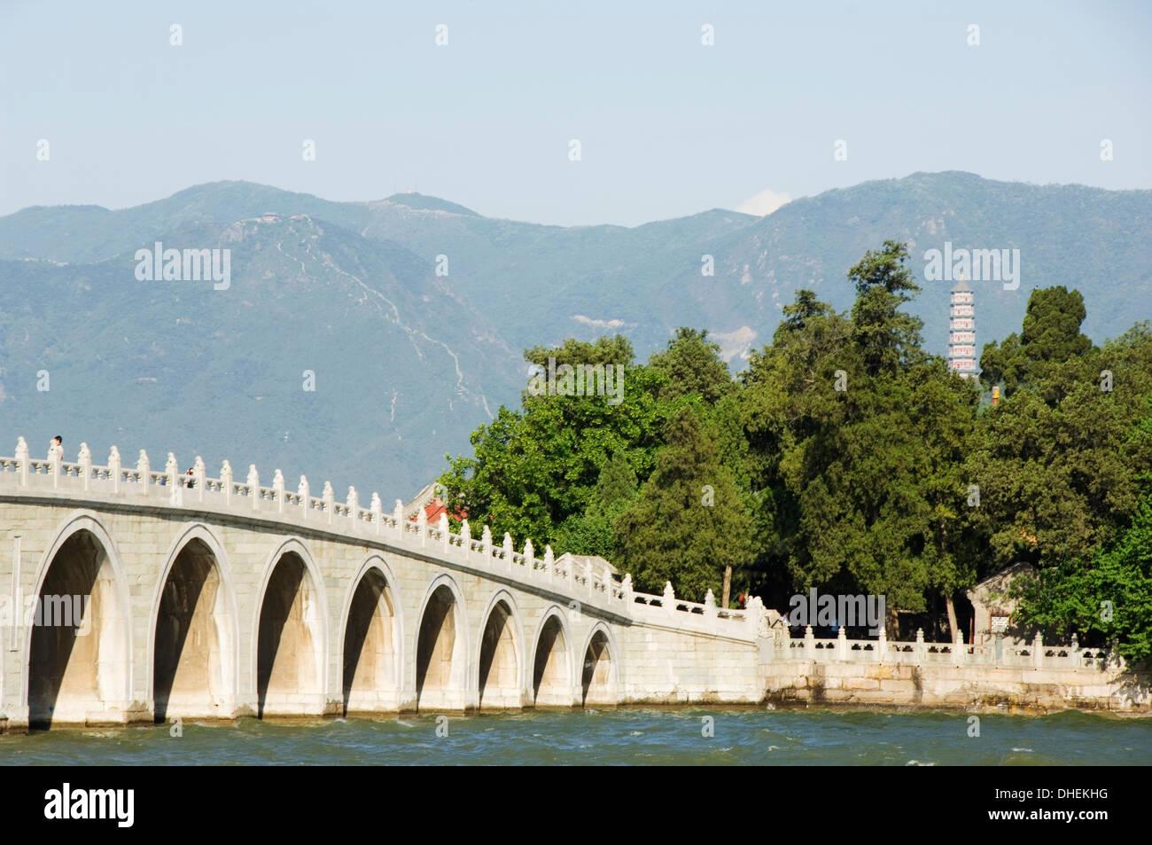 Seventeen Arch Bridge on Kunming Lake, leads to South Lake Island, Yihe Yuan (The Summer Palace), UNESCO, Beijing, China - Stock Image
