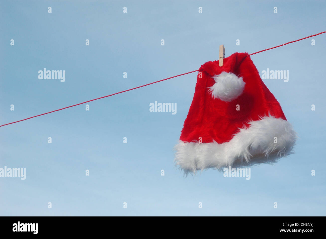 Illustration - A Santa Claus hat is pictured on a clothesline, 28 December 2009. Photo: Berliner Verlag/Steinach Stock Photo