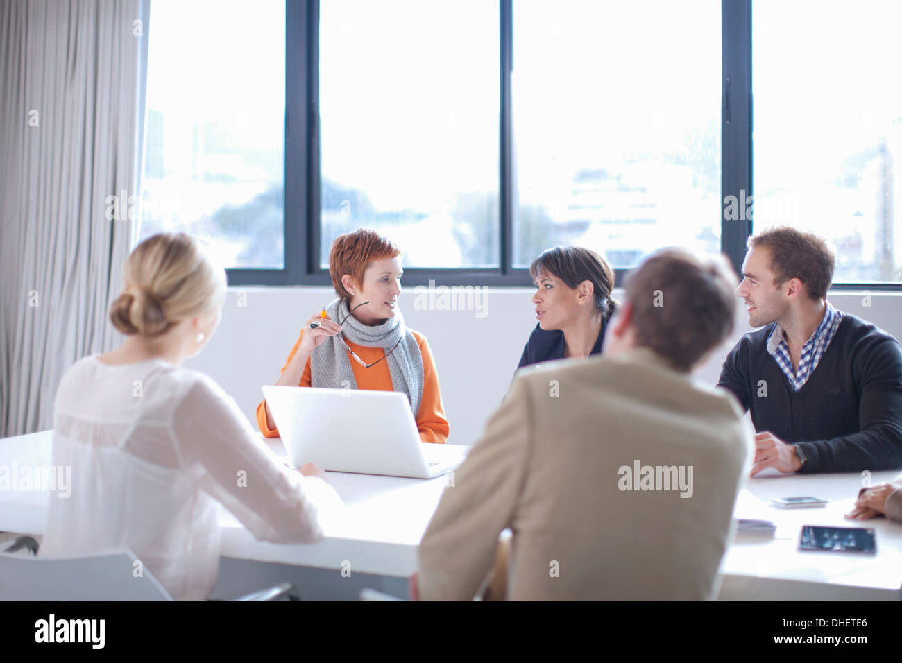 Businesspeople meeting around conference table - Stock Image