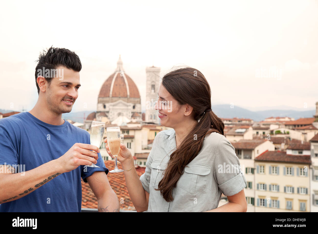 Couple toasting champagne, Florence Cathedral in background, Florence, Tuscany, Italy - Stock Image
