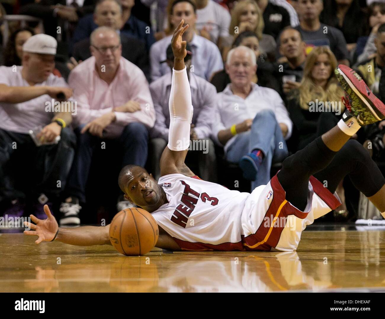 Miami, Florida, USA. 7th Nov, 2013. Miami Heat shooting guard Dwyane Wade (3) scrambles after a loose ball at AmericanAirlines Stock Photo
