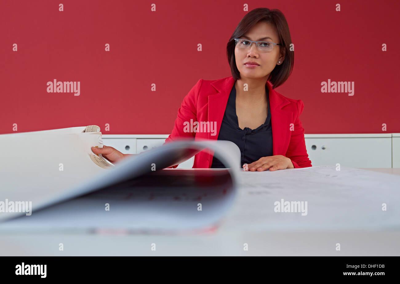 Female architect with blueprints - Stock Image