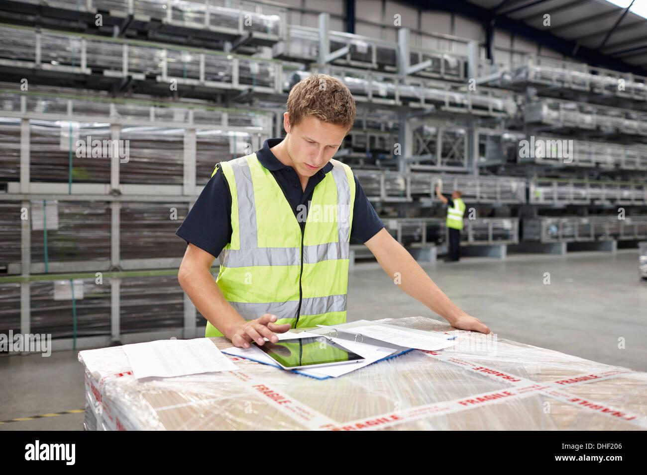 Warehouse worker preparing order in engineering warehouse - Stock Image