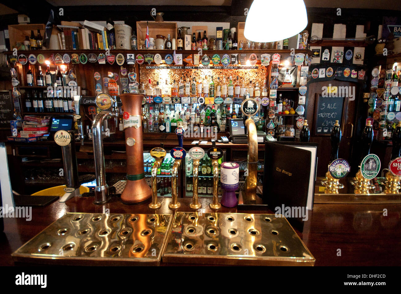 England, London, Pub in Fleet Street, Old Half-timbered House, Built in 1723 - Stock Image